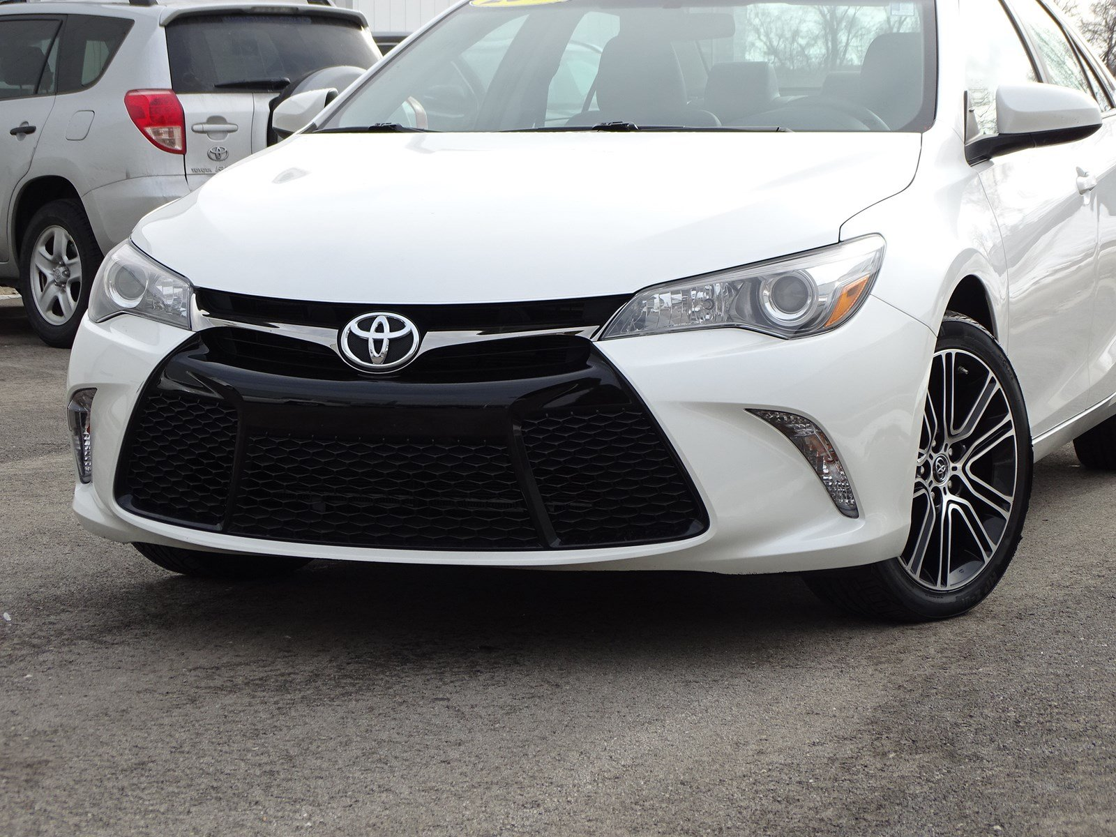 Pre-Owned 2016 Toyota Camry SE w/Special Edition Pkg